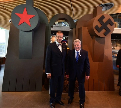 two-presidents-at-red-brown-shrine-in-Estonia